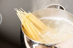 Barilla Develops No-Boil Pasta; Science Makes Water Boil Faster Fun Cooking, Cooking Tips, Cooking Recipes, How To Make Spaghetti, How To Cook Pasta, A Food, Good Food, Cooking Spaghetti, Tela