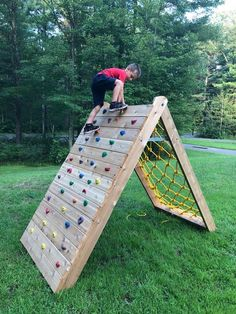 Children's Climbing Wall - The Best Outdoor Play Area Ideas Kids Outdoor Play, Kids Play Area, Backyard For Kids, Backyard Games, Outdoor Fun, Backyard Obstacle Course, Kids Obstacle Course, Outdoor Play Spaces, Childrens Play Area Garden