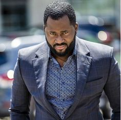 PRIKAN LOOKS: Desmond Elliot Gives Woman New Home In Surulere