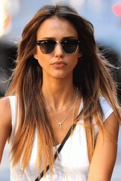Jessica Alba's hair always looks effortlessly perfect, and this minimal fuss style is no exception - we love the subtle golden balayage. Jessica Alba Hair, Jessica Alba Style, Smart Hairstyles, Celebrity Hairstyles, Celebrity Sunglasses, Sunglasses Women, Divas, Balayage Straight, Straight Hair