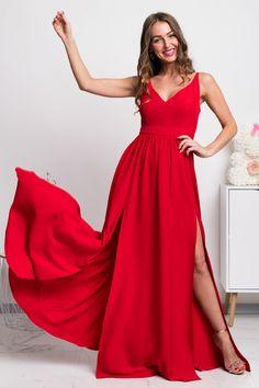 Jednoduché a zároveň sexi! V týchto krásnych spoločenských šatách zažiarite vďaka vysokým rozparkom, ktoré sa postarajú o príťažlivý krok pri tanci. Ľahký padavý materiál vám zabezpečí pohodlie po celú noc a výhodou sú taktiež nastaviteľné ramienka. Formal Dresses, Fashion, Dresses For Formal, Moda, Formal Gowns, Fashion Styles, Formal Dress, Gowns, Fashion Illustrations