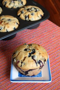 Love sourdough? How about blueberry muffins? Well now you can have them both at the same time with these jumbo sized sourdough fresh blueberry muffins.