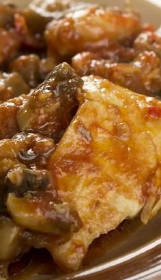 Slow cooker Merlo chicken with mushrooms recipe. Chicken breasts with wine and mushrooms cooked in a slow cooker. #slowcooker #crockpot #chicken #dinner #mushrooms#homemade