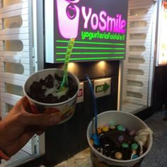 "YoSmile @valeriapagliuso's photo: ""Gelato/Yogurt fai da te! #gelato #cioccolato #gelateria #yogurteria #yosmile #pozzuoli #dessert #delicious #buonissimo #domenicasera #sundaynight #serateincompagnia #icecream #instaitalia #instanapoli #instacampania #instagrammers #instafollowers #liketolike #likeforlike #tagsforfollow #followme #amici"""