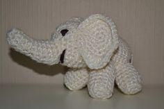 Crochet glittering white elephant / Heklet glittrende hvit elefant