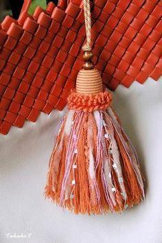 オレンジタッセル Diy Tassel Garland, Tassels, Shibori, Diy And Crafts, Paper Crafts, Glands, Pink Bedrooms, Passementerie, Potpourri