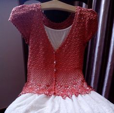 See this beautiful blouse crochet yarn. with style and elegance to make. - Yarns Patterns in Crochet