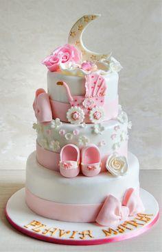 Flavia Maria a avut parte de un tort de botez pe masura petrecerii. Decorat cu detalii in nuante de roz pastel si alb, o luna instelata si insertii aurite, tortul cu o compozitie usoara si fructata, a facut deliciul invitatilor aflati la petrecere. Pret: 350 ron (3.5 kg) Cakes And More, Baby Shower Cakes, Cupcakes, Construction, Cookies, Baking, Desserts, Food, Food Cakes