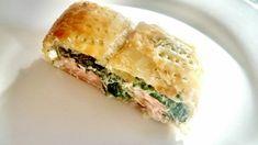 Hojaldre de salmón con espinacas y queso es una receta de cocina dentro de la categoría Pescados y mariscos. En primer lugar debemos preparar las es...
