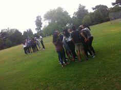 Hubo un dia que jugaron al frisbee jejeje  blog.cla-academiavalladolid.es