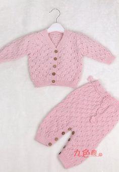 Детский розовый костюм спицами для новорожденного. Учимся вязать костюмчик спицами