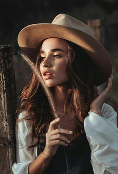 Model Poses Photography, Outdoor Photography, Senior Photography, Creative Photography, Fashion Photography, Portrait Inspiration, Photoshoot Inspiration, Debut Photoshoot, Bohemian Mode