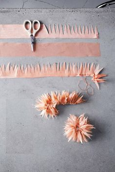Make fabric flowers yourself: 30 great ideas and instructions- Stoffblumen selbst machen: 30 tolle Ideen und Anleitungen Fabric flowers themselves make the RPS line - Making Fabric Flowers, Cloth Flowers, Felt Flowers, Diy Flowers, Paper Flowers, Potted Flowers, Tulle Flowers, Drawing Flowers, Bouquet Flowers
