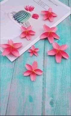 This is a pretty origami cherry blossom or sakura the folding instructions are pretty easy so do try it! origami tulips a fun paper craft! Origami Butterfly Easy, Instruções Origami, Origami Ball, Kids Origami, Paper Crafts Origami, Easy Oragami, Origami Hearts, Origami Videos, Dollar Origami