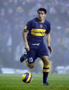 riquelme - Buscar con Google Cr7 Messi, Neymar Jr, Lionel Messi, World Football, Football Jerseys, Argentina Football, Andrea Pirlo, International Soccer, Most Popular Sports