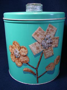 """My Grandma had one of these, the knob is a """"humidor"""" to keep crackers dry.    http://www.ebay.com/itm/VINTAGE-RETRO-AQUA-TURQUOISE-BLUE-MAGIC-KRISPY-KAN-CRACKER-CAN-TIN-CANISTER-/290880168191?pt=LH_DefaultDomain_0=item43b9cf20ff"""
