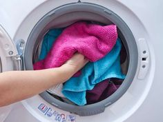 Trendy Home Hacks Laundry Tips Smelly Towels, Towels Smell, Soft Towels, Doing Laundry, Laundry Hacks, Laundry Room, Thrift Store Shopping, Shopping Hacks, Laundry Service