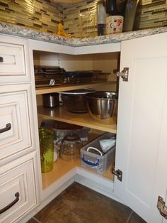 kitchen cabinets kitchen cabinets brown kitchen cabinets – Cheap Kitchen Cabinets Tips Kitchen Cabinet Sizes, Cheap Kitchen Cabinets, Kitchen Redo, Home Decor Kitchen, Kitchen And Bath, Home Kitchens, Green Kitchen, Country Kitchen, Corner Cupboard