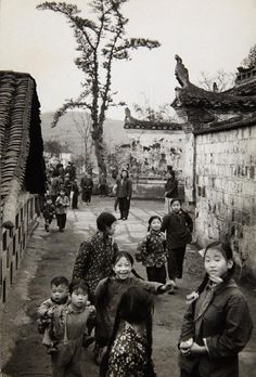 Marc Riboud, Children at a farmer's cooperative school, Sichuan 1957