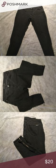 Michael Kors jeans Michael Kors dark gray skinny jeans with ankle zippers. Waist fits a little larger than size 10 and can be worn as a size 12 also. Michael Kors Jeans Skinny