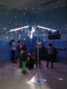 Uma discoteca à maneira, com bola de espelhos, luzes e fumos. #festa de anos # festas #discoteca