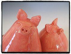 salt and pepper shaker pigs,