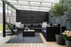 Ved at vedligeholde din træterrasse forlænge du levetiden væsentligt. Arkivfoto/Bolius
