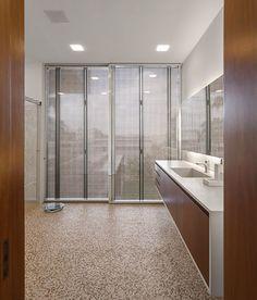 Casa P / Studio MK27 - Marcio Kogan + Lair Reis #bathroom