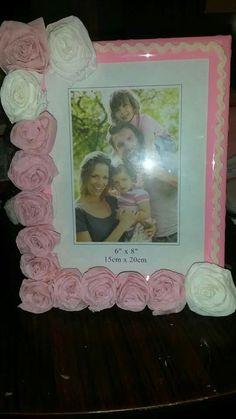 Cornice decorata con roselline in carta crespa!