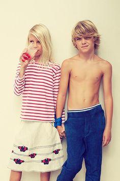 What a cute little couple! Vogue Kids, Beautiful Children, Beautiful Boys, Pretty Boys, Young Cute Boys, Cute Teenage Boys, Boy Models, Child Models, Cute Blonde Boys
