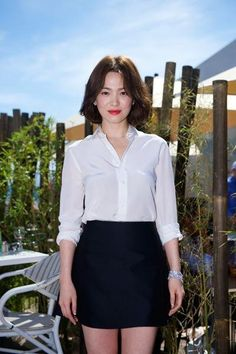 Song Hye-kyo (송혜교) - Picture @ HanCinema :: The Korean Movie and Drama Database Song Hye Kyo Hair, Song Hye Kyo Style, Song Of Style, Short Hair Outfits, Hairstyles For Gowns, Hair Design, Korean Short Hair, University Girl, Hijab Fashionista