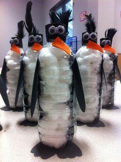 Pingouin avec une bouteille d'eau
