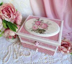 """Mini caixa de gavetas handmade.  Mestres Fair - handmade.  Comprar Mini cômoda para as jóias, artesanato """"Chebbi-rosa"""" Pobre chique.  Handmade."""