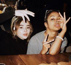 Casual day in the lives of Sabrina And Liza. It Netflix, Netflix Dramas, Sabrina Carpenter, Victoria Monet, Sam And Cat, Vlog Squad, Making A Movie, Girl Meets World, Poses