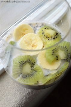 Don't skip out on the most important meal of the day. Plan ahead and prep this Banana Kiwi Overnight Oats recipe to start your day off right. Banana Overnight Oats, Quick Healthy Breakfast, Make Ahead Breakfast, Vegan Breakfast Recipes, Healthy Snacks, Kiwi Fruit Recipes, Kiwi And Banana, Oats Recipes, Healthy Meals