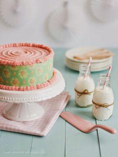 Angel food cake con ganache de chocolate blanco y frambuesa