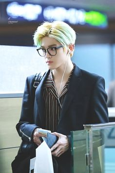 I have to much Taeyong photos Lee Taeyong, Nct 127, Jaehyun, K Pop, Fandoms, Airport Style, Airport Fashion, Yuta, Life Lessons