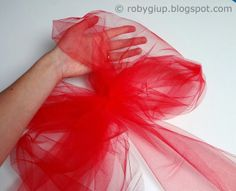 Tulle bows to decorate the house: perfect for birthdays, weddings, parties and also Valentine day! :)