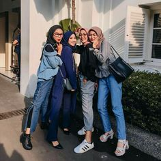 Hijab Style Dress, Casual Hijab Outfit, Ootd Hijab, Hijab Chic, Muslim Fashion, Ootd Fashion, Fashion Outfits, Ootd Poses, Photography Poses Women