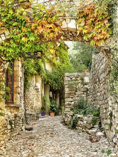 Medieval charm, Séguret / France (by Bai Deming).