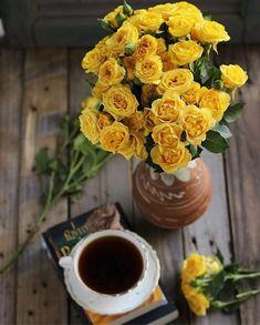 Old, but gold Coffee And Books, Coffee Art, Coffee Cups, Good Morning Coffee, Coffee Break, Gd Morning, Coffee Photography, Art Photography, Coffee Zone