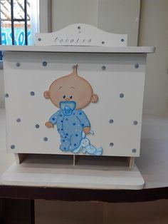 Una pañalera muy chula. Hecha por una de mis chicas Wood Crafts, Diy And Crafts, Mesas Para Baby Shower, Kids Wardrobe, Country Paintings, Baby Memories, Decoupage, Painting On Wood, Toy Chest