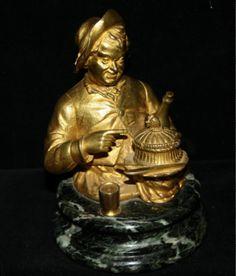Antike Tintenfass Figur Bronze Skulptur vergoldet Weintrinker mit Huhn-Korb