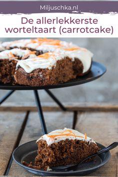 Carrotcake, worteltaart of wortelcake. Misschien wel het tweede cake recept dat naast mijn bananencake hier heel vaak op tafel staat. Met o.a. sinaasappel, wortel, kaneel,rozijnen en een laag frosting met citroenrasp en sinaasappelrasp. Door de wortel in dit cake recept wordt je cake niet snel droog. Lees het hele recept op de website #miljuschka #worteltaart #carrotcake #cake Amish Recipes, Dutch Recipes, Sweet Recipes, I Love Food, Good Food, Yummy Food, Cake Recept, Cherry On The Cake, Cake & Co