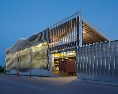 A. Zahner Co.'s newly expanded factory is no run-of-the-mill warehouse. With an undulating skin of aluminum fins, Crawford Architects may have created one of the coolest façades in the country.