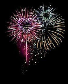Love Heart New Year Fireworks Fireworks Art, Wedding Fireworks, 4th Of July Fireworks, Fourth Of July, Silvester Trip, Firework Tattoo, Torre Eiffel Paris, Fireworks Photography, Happy New Year
