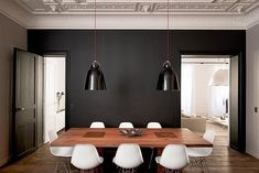 Black wall / dining room