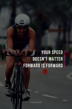 Here you'll find out how to mentally prepare for your triathlon. From how to stay motivated during training, how to handle injuries, to mental preparation tips for race day, you'll find practical tips on how to mentally prepare for your triathlon. Ironman Triathlon Motivation, Triathlon Gear, Cycling Motivation, Cycling Quotes, Triathlon Training, Training Motivation, Triathlon Women, Quotes Motivation, Weight Training Workouts