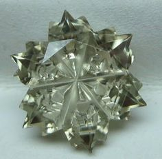 Zultanite - Wobito Snowflake Flat Cut. Stunning - this one is the snowflake of all!