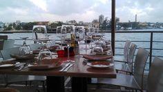 A pesar de ser una ciudad junto al mar, La Habana tiene muy pocos lugares para comer con vistas a la bahía y al azul del océano. El Rio Mar cuenta con una agradable terraza con vistas a la desembocadura del rio Almendares en el mar, uno de los paisajes más fascinantes de La Habana. Está situado en una pequeña bahia en la que el mar está tranquilo, sin oleaje. 3restaurante #paladar #habana #cuba